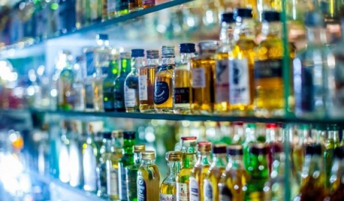 L'alcohol supera la cocaïna com la substància principal de consum entre les persones adultes en tractament (Font: Naciodigital.cat)