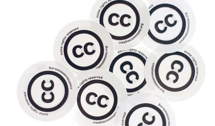 Enganxines de Creative Commons. Font:  Kalexanderson (CC BY 2.0)