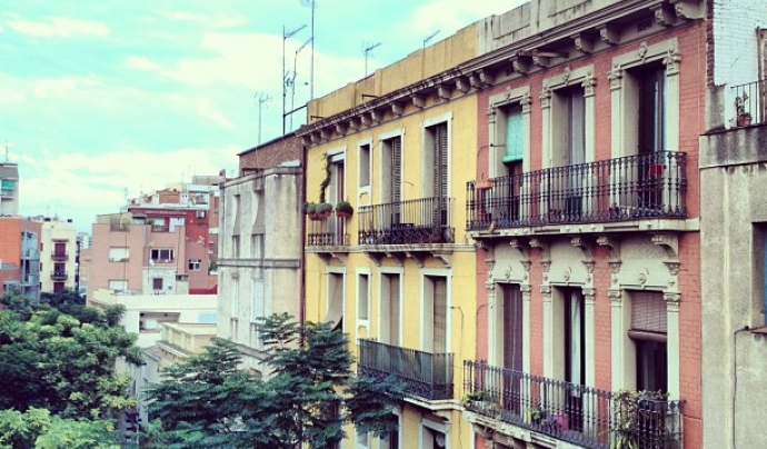 Edifici del barri de La Sagrera de Barcelona.  Font: lapendeja (CC BY-NC-SA 2.0)