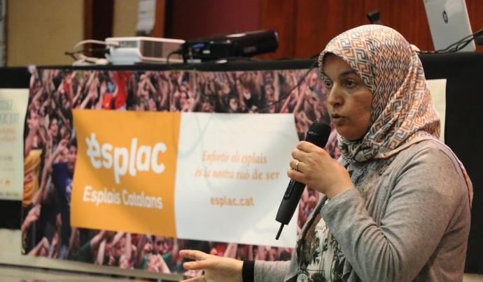 Fatiha El Mouali, economista, tècnica d'acollida i activista d'Unitat contra el Feixisme i el Racisme, en la cloenda de l'Escola Esplac 2017