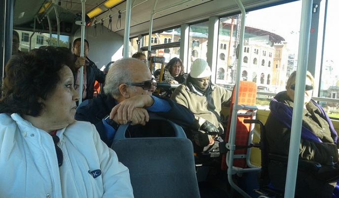 Membres d'Amputats Sant Jordi al transport públic Font: Amputats Sant Jordi (Flickr)