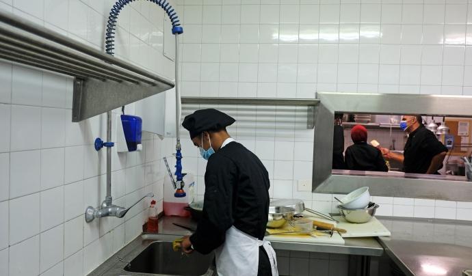 El curs, d'un any de durada, els capaciten per ser ajudant de cuina o ajudant de cambrer. Font: Ignasi Robleda