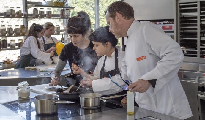 Treball de cuina a Fundació Alícia Font: Fundació Alícia