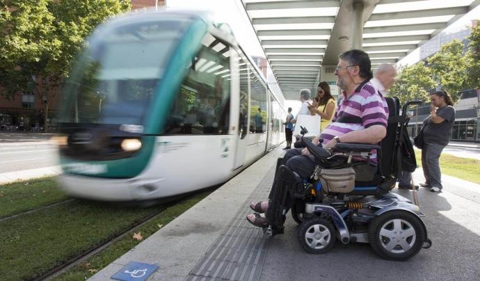 Per a les persones amb discapacitat, travessar el carrer és una cosa que ha de planificar-se i, moltes vegades, resulta impossible. Font: Associació Discapacitats Visuals Catalunya B1B2B3