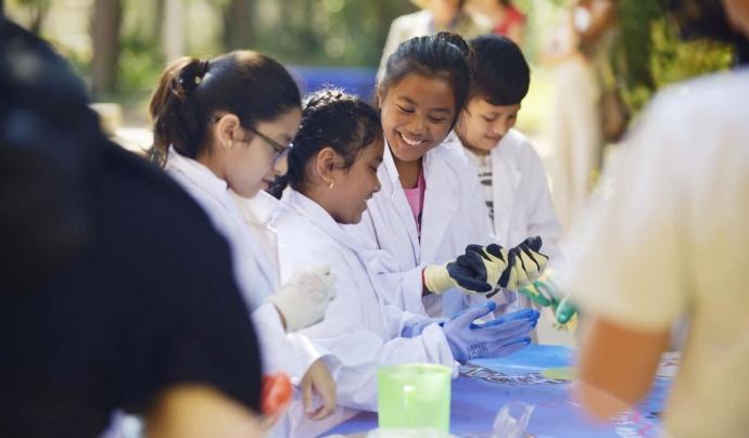 La campanya 'Som Investigadores' està pensada per acostar la tecnologia a les nenes