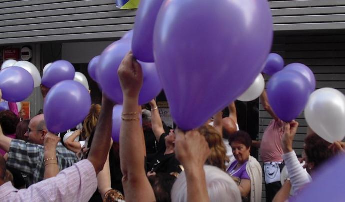 Acte al carrer davant la porta del centre