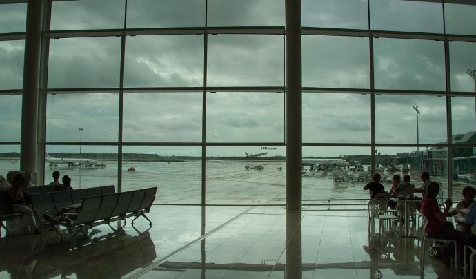 L'acord preveu una inversió d'uns 1.700 milions d'euros per construir una terminal satèl·lit que permeti allargar la tercera pista de l'aeroport. Font: Llicència CC