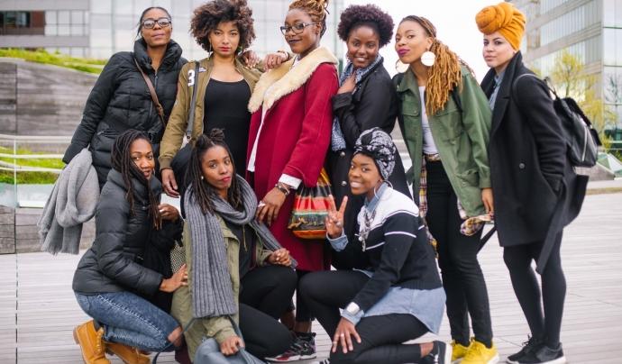 Equip AfroFem Koop  Font: AfroFem Koop