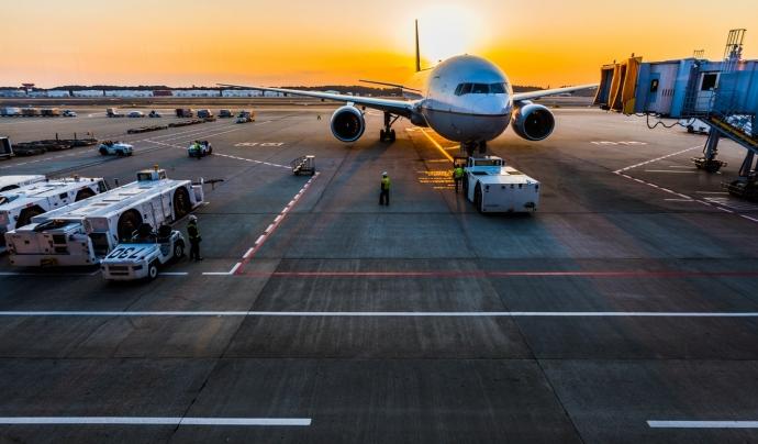 A l'aeroport de Barcelona treballen 30.000 persones, però el jovent només coneix els pilots, les hostesses i els controladors. Font: Unsplash. Font: Font: Unsplash.