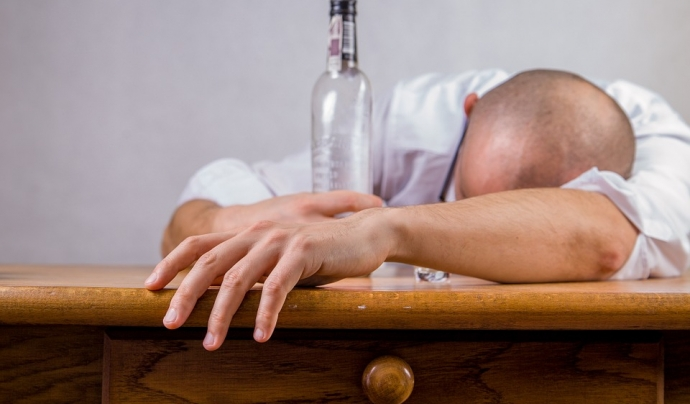 Un 42% de les persones usuàries que van iniciar un tractament ho van fer per problemes amb l'alcohol. Font: Pixabay