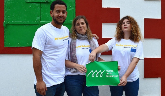 3 voluntaris d'Alianza por la Solidaridad EU Aid Volunteers
