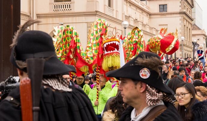Trabucaires i el drac celebrant l'Any Nou xinès