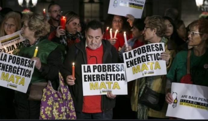 Una de les protestes a Barcelona contra les actuacions de les grans companyies subministradores. Font: APE