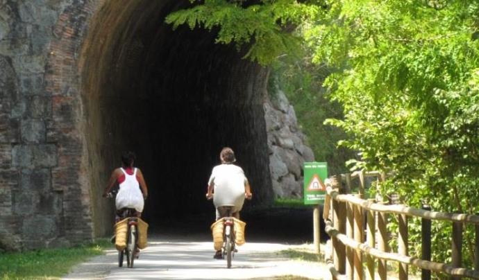 CEA Alt Ter proposa una excursió amb burricletes descobrint els valors naturals i històric al voltant de la Ruta del Ferro, al Ripollès (imatge: arrelia.cat)
