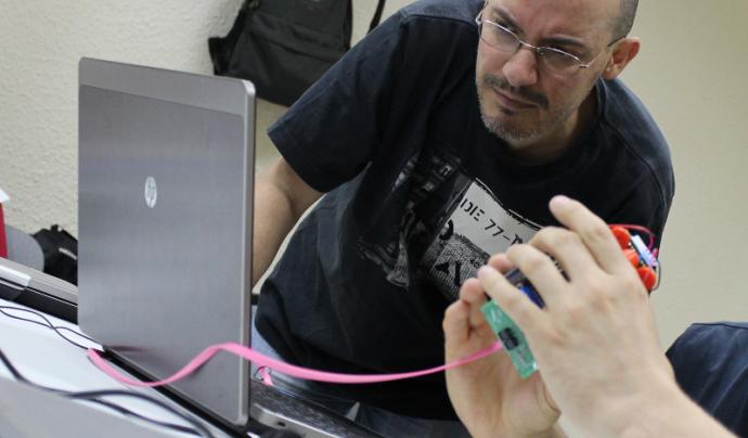 L'Artur en una formació sobre robòtica educativa Font: Associació per a Joves Teb