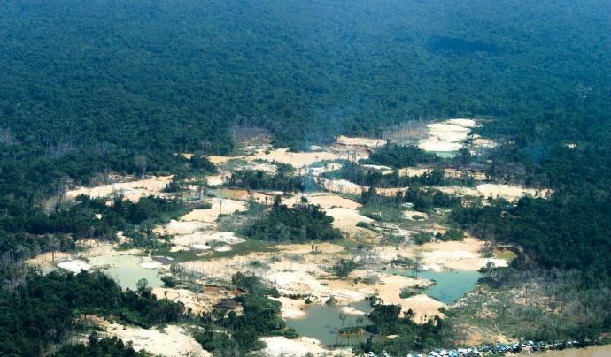 Un dels assentaments dels buscadors d'or al nord de l'Amazones. Font: Survival International.
