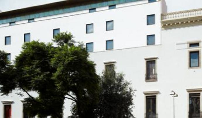 Façana de l'Ateneu Barcelonès a la plaça Vila de Madrid. Font: Ateneu Barcelonès