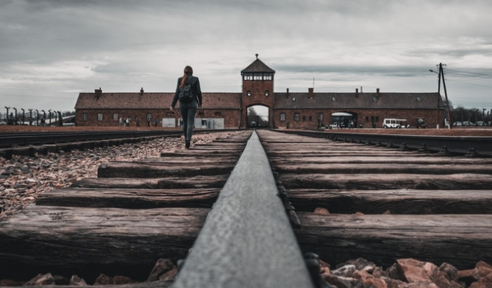 L'acte aborda el dret a la memòria històrica com un dret humà emmarcant-lo en l'àmbit internacional, nacional i local. Font: Unsplash. Font: Font: Unsplash.