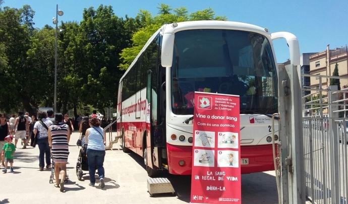 L'associació utilitza autocars cedits pel Banc de Sang i Teixits per rebre les persones donants. Font: Ass. de Donants de Sang de l'Hospitalet. Font: Ass. de Donants de Sang de l'Hospitalet