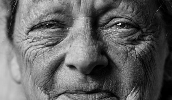 Les persones demandants d'aquest servei tenen una mitjana d'edat d'uns 88 anys. Font: Unsplash. Font: Font: Unsplash.