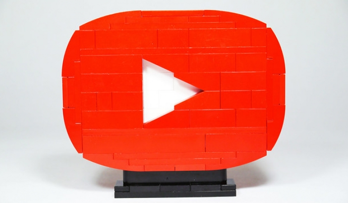 Youtubers.cat és una videoesfera que es va construint poc a poc.  Font: Brick 101. Llicència d'ús CC BY-NC 2.0