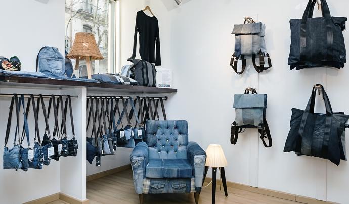 Back to Eco confecciona complements de moda ètica a partir de texans reciclats. Font: Back to Eco