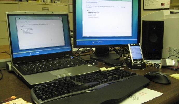 El vostre sistema informàtic pot estar compost de diferents ordinadors i dispositius mòbils.  Imatge de Mark Ordonez. Llicència d'ús CC BY-SA 2.0 Font: Mark Ordonez. Llicència d'ús CC BY-SA 2.0