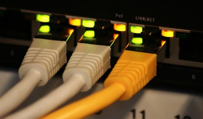 Mitjançant Teleport podreu enviar fitxers grans a altres ordinadors de la vostra xarxa. Imatge de Felix Triller. Llicència d'ús CC BY 2.0 Font: Imatge de Felix Triller. Llicència d'ús CC BY 2.0