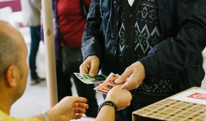 Intercanviant moneda social a la FESC Font: Flickr de la XES