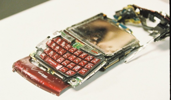 Els ciutadans i ciutadanes europeus volen reparar els seus mòbils. Imatge de Matthew Hurst. Llicència d'ús CC BY-SA 2.0 Font: Matthew Hurst. Llicència d'ús CC BY-SA 2.0