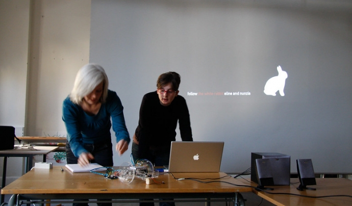 Les presentacions en línia han d'estar ben dissenyades. Imatge de Tobias Toft. Llicència d'ús CC BY 2.0 Font: Imatge de Tobias Toft. Llicència d'ús CC BY 2.0