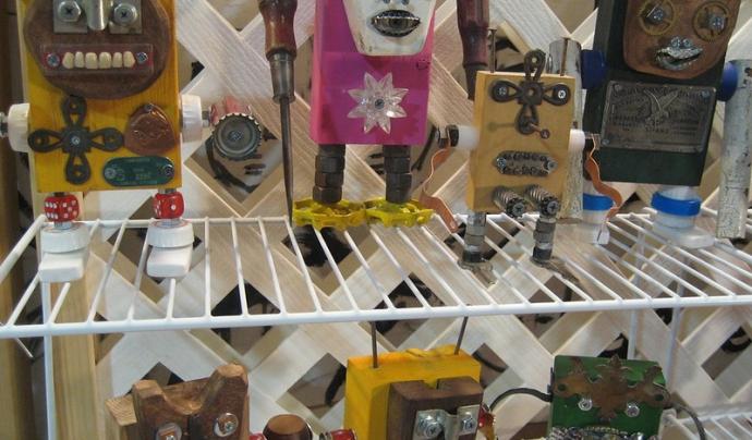 La construcció de robots és una de les activitats més característiques dels campus d'estiu tecnològics. Imatge de Amanda Hirsch. Llicència d'ús CC BY 2.0 Font: Amanda Hirsch. Llicència d'ús CC BY 2.0