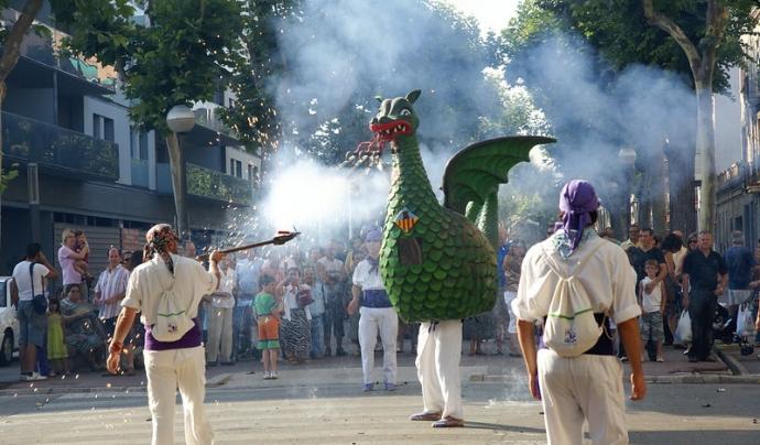 El Drac de VIlanova i la Geltrú ha participat en moltes festes majors d'àrreu de Catalunya. Imatge de l'Ajuntament de Vilanova i la Geltrú. CC BY 2.0 Font:  Imatge de l'Ajuntament de Vilanova i la Geltrú. CC BY 2.0