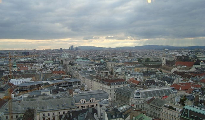 Panoràmica de Viena, ciutat que va acollir la Wikimedia hackaton del 2017 Font: By On tour - Own work, CC BY-SA 3.0, https://commons.wikimedia.org/w/index.php?curid=8758961