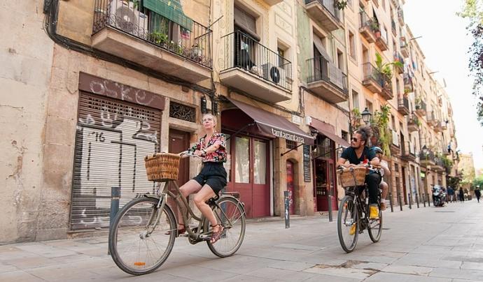 La bicicleta és un mitjà de transport saludable i sostenible amb les ciutats. Font: Wikimedia Commons