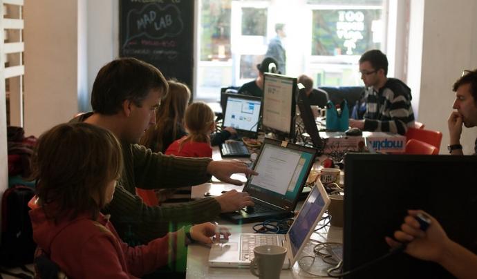 Code Club anima a participar en la programació educativa. Imatge de MadLab Manchester Digital. Llicència CC BY-SA 2.0 Font: Imatge de MadLab Manchester Digital. Llicència CC BY-SA 2.0