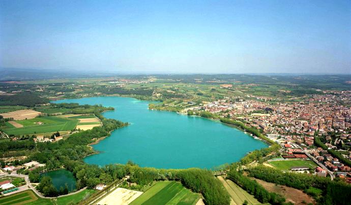Imatge àrea de Banyoles i l'estany