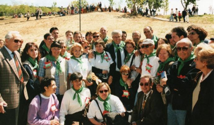 Un grup de voluntaris i voluntàries durant la inauguració del Jardí Botànic de Barcelona