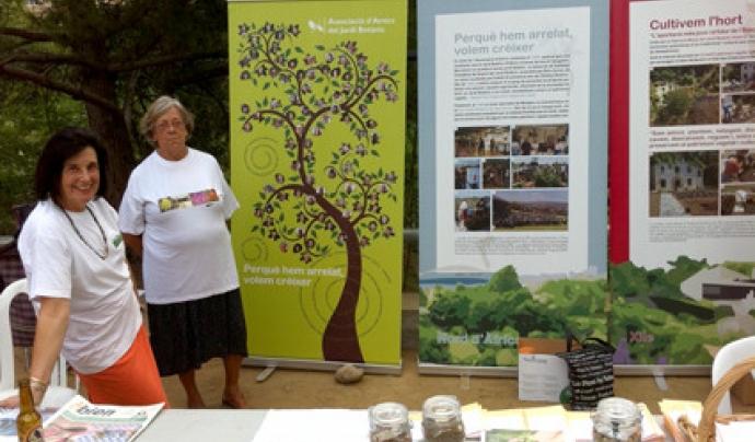 Un grup de voluntàries fent difusió de l'entitat i del Jardí Botànic