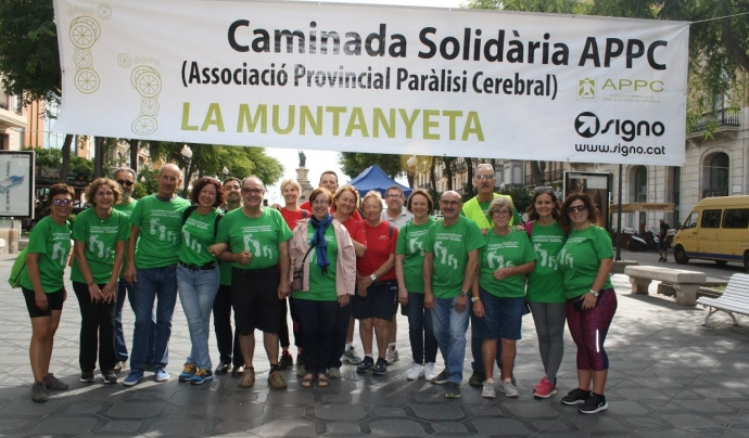 Foto de família de l'11a caminada solidària La Muntanyeta. Font: La Muntanyeta