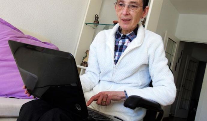 Auxilia posa en contacte persones amb discapacitat i professorat voluntari a través de la formació en línia. Font: Auxilia