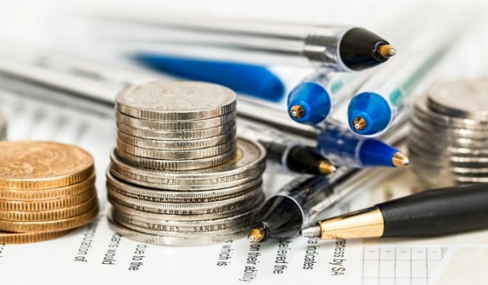 Documents comptables i bolígrafs Font: Font:pixabay