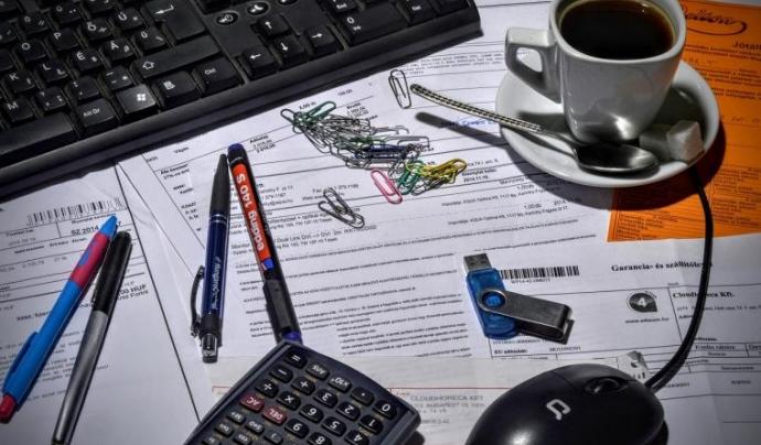 Calculadora i documents comptables Font: Font:Pixabay