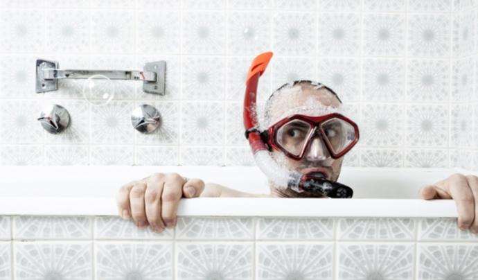 Dutxar-se abans que banyar-se és una de les recomanacions de WWF.