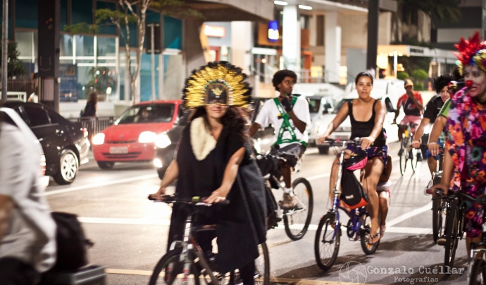 Les caminades i les bicicletades cap a concerts aporten valor afegit a les festes  Font: flickr/Gonza2010