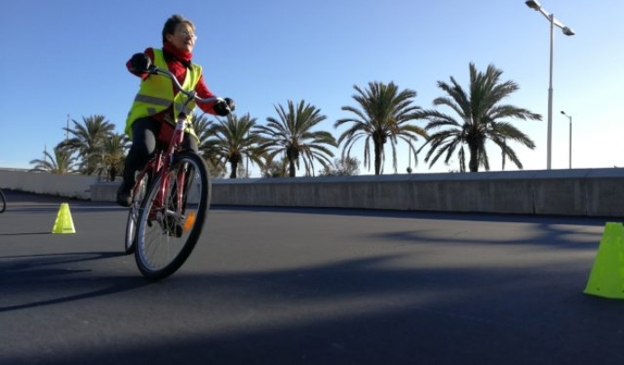 El Bacc proposa formacions perquè persones adultes puguin gaudir les sensacions que genera el fet d'anar en bicicleta.
