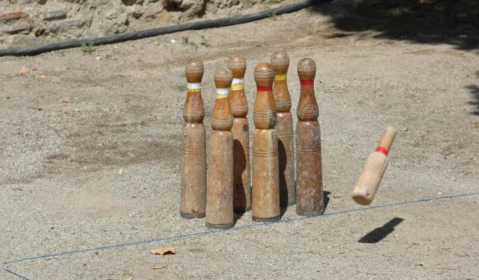Les bitlles catalanes és un dels jocs tradicionals que les entitats poden aplicar en el seu dia a dia. Font: Wikipedia