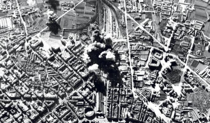 Vista aèria del bombardeig de l'Estació del Nord de València