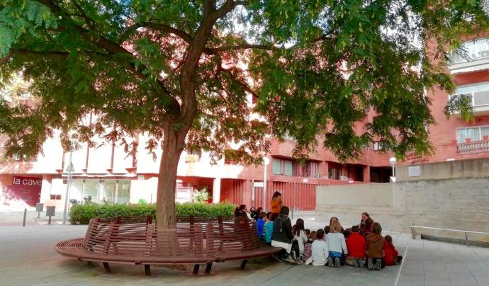 Amb els nois i noies de l'escola Orlandai treballant el Camí Escolar Verd