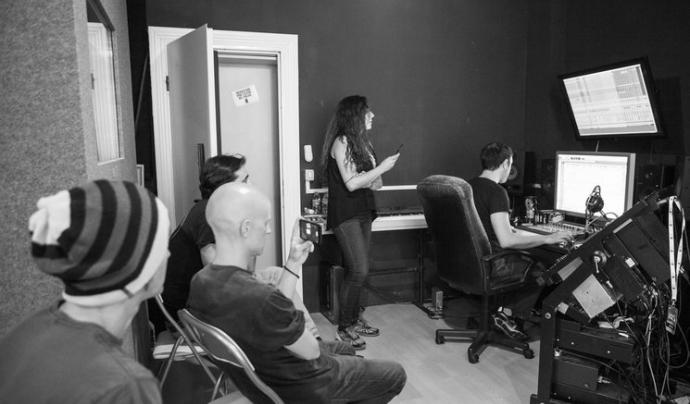 Gravació d'una cançó amb el grup Caracoles